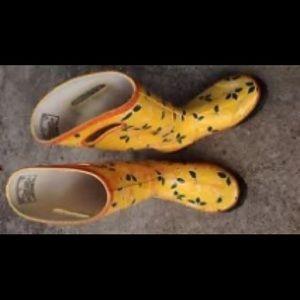 Bogs ☔️ rain boots 👢 size 7. Citrus 🍊 print